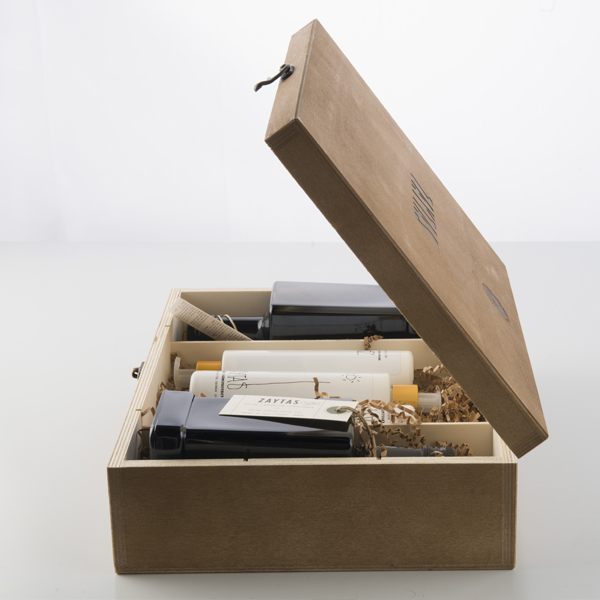 Caja de madera de regalo con aceite de oliva virgen extra